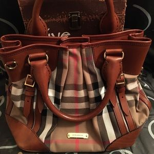 PRE-LOVED AUTHENTIC BURBERRY HOUSE CHECK BRIDLE 👜